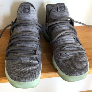 KD 10 basketball sneakers